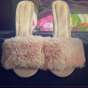 Faux Fur sandals sz 8